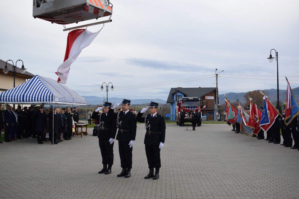 Flaga na maszt i Hymn Polski