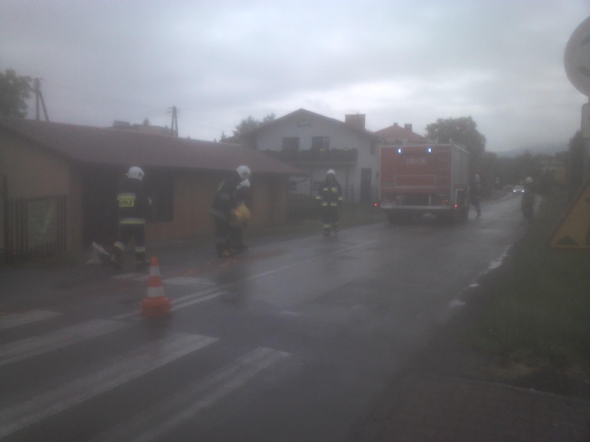Usuwanie plamy oleju na ulicy Bielskiej