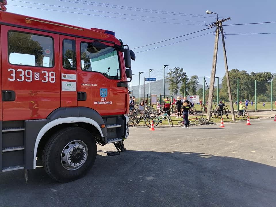 Strażacy zabezpieczają teren